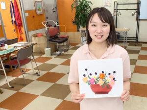 利用者様からコスモス(秋桜)の色紙をいただきました【リハビリデイサービス施設「リハトレ専科西戸山公園」】